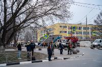 В центре Тулы на грузовую фуру упал электрический столб, Фото: 10