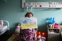 В положении на животе пациенты проводят до 16 часов в сутки. Тяжело, зато помогает выздороветь., Фото: 2
