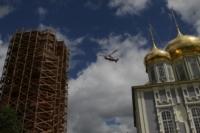 В кремле приземлился вертолет, который установит шпиль колокольни, Фото: 1