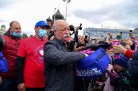 Толпа туляков взяла в кольцо прилетевшего на вертолете Леонида Якубовича, чтобы получить мороженное, Фото: 34