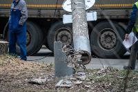 В центре Тулы на грузовую фуру упал электрический столб, Фото: 12