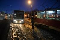 Столкнулись автобус и трамвай. 17 февраля 2016 года, Фото: 3