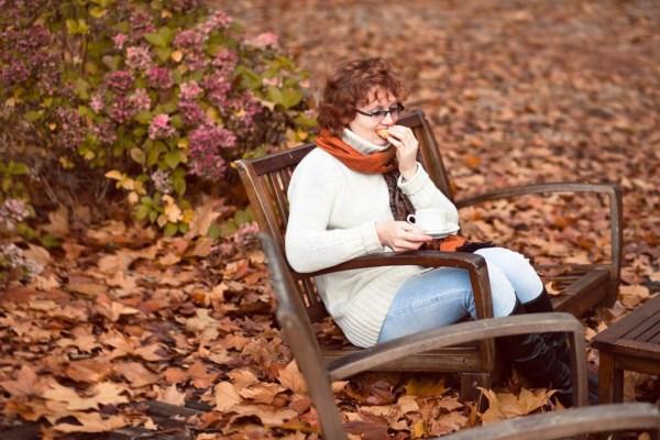 тема - голодная Владимировна  в парке