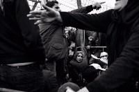 Спасаясь от смерти — финалист в категории «Граница». Фотограф: Шимон Барыльский Беженцы в очереди на контрольно-пропускной пункт в лагере на границе Греции и Македонии., Фото: 6