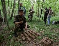 В лесу под Тулой поисковики нашли тайник с гранатами, Фото: 21