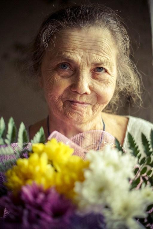 Бабушка у меня красавица!