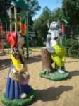 В Центральном парке поселились Красная шапочка, баба Яга и кот Леопольд, Фото: 3