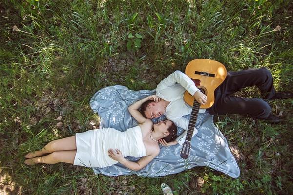 с мужем-гитаристом никогда не будет скучно)