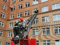 Учения МЧС: В Тульской областной больнице из-за пожара эвакуировали больных и персонал, Фото: 32
