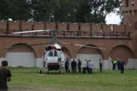 В кремле приземлился вертолет, который установит шпиль колокольни, Фото: 6