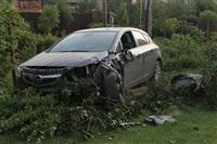 """В Туле """"Opel"""" перелетел бордюр и протаранил припаркованный """"Infiniti"""", Фото: 3"""