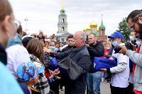 Толпа туляков взяла в кольцо прилетевшего на вертолете Леонида Якубовича, чтобы получить мороженное, Фото: 50