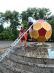 Болельщики доделали мяч в центре стадиона «Арсенал», Фото: 3