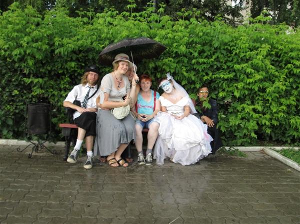 Недавно к нам приезжали уличные театры из других городов и стран. Несмотря на плохую погоду, осталась масса положительных впечатлений. И даже удалось посидеть на коленках у артистов))