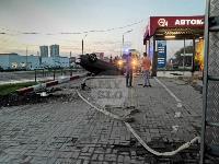 В Туле перевернувшаяся легковушка приземлилась у автомойки, Фото: 6