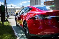 Владелец первого электромобиля Tesla рассказал, почему теперь не хочет ездить на других машинах, Фото: 23