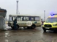 В Туле автобус с рабочими протаранил два авто и врезался в забор, Фото: 3