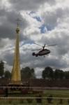 В кремле приземлился вертолет, который установит шпиль колокольни, Фото: 5