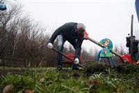 Александр Лебедев ремонтирует детскую площадку, Фото: 12