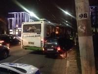 На улице Пузакова пассажирский автобус съехал с дороги, Фото: 4