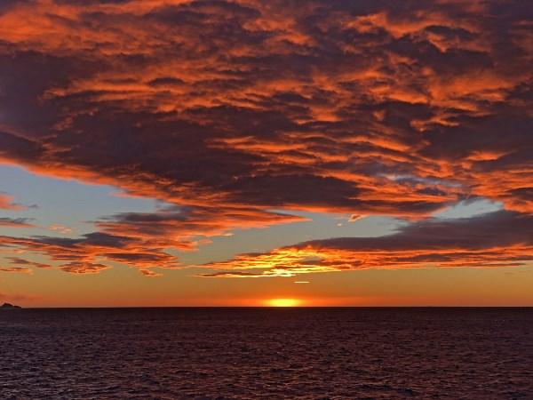 Восход на Огненой Земле.