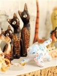 На полке в гостиной – коллекция статуэток кошек. Новые «экспонаты» хозяева привозят из всех своих путешествий., Фото: 16