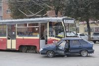 В Криволучье трамвай протаранил легковушку, Фото: 9