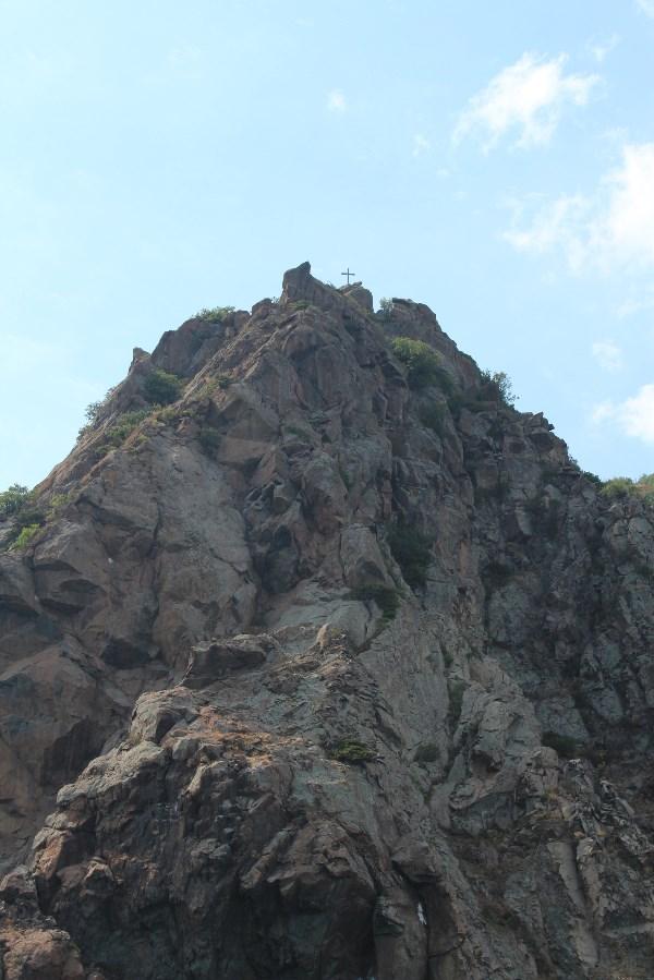 Скала в черном море