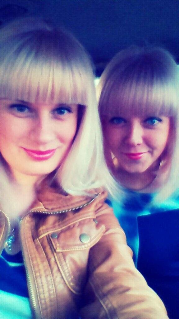 Сестрёнки блондинки=)