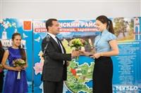 Дмитрий Медведев вручает медали выпускникам школ города Алексина, Фото: 6