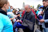 Толпа туляков взяла в кольцо прилетевшего на вертолете Леонида Якубовича, чтобы получить мороженное, Фото: 55