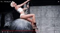 Эльза в клипе Майли Сайрус – Wrecking Ball, Фото: 2