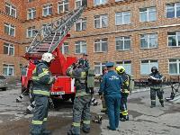 Учения МЧС: В Тульской областной больнице из-за пожара эвакуировали больных и персонал, Фото: 30