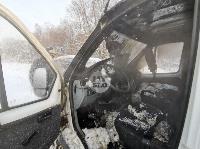 В Туле водитель бетономешалки и военные потушили горящую на трассе ГАЗель, Фото: 1