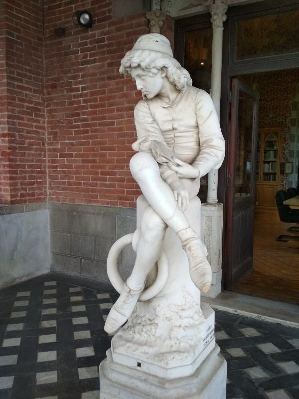 Генуя. Памятник молодому Колумбу