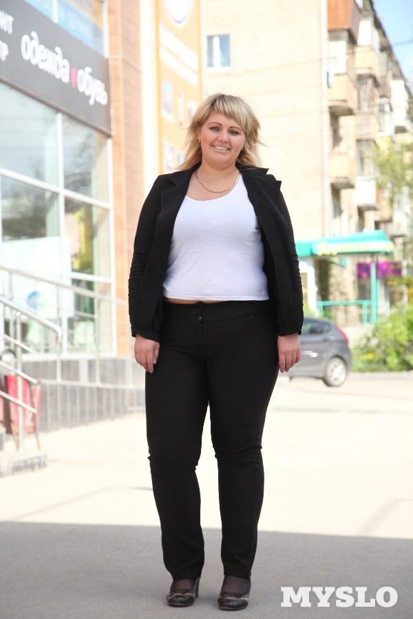Ирина Малки, 28 лет. Рост 174 см, вес 108 кг: «Пытаюсь похудеть уже больше десяти лет. Худышкой я никогда не была, но с 18 лет начала сильно поправляться… Много раз пыталась худеть самостоятельно. Самое большое достижение — 99 кг. Но потом сила воли испарялась и набегало ещё больше. Очень хочется похудеть и вернуться в свои 70 кг, чтобы спокойно заходить в торговые центры на шопинг, чтобы на пляже не прикрываться парео, а спокойно ходить в купальнике. Надеюсь, моя мечта исполнится!»