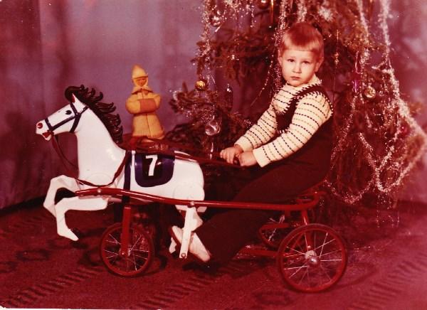 Маленький принц въезжает на белом коне в 1979 год