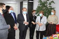 Депутаты Тульской облдумы подарили пациентам областной детской больницы новогодние подарки, Фото: 8