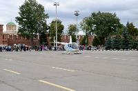 Толпа туляков взяла в кольцо прилетевшего на вертолете Леонида Якубовича, чтобы получить мороженное, Фото: 29