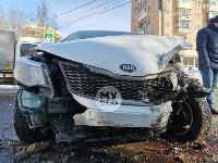 Автомобиль газовой службы попал в ДТП на ул. Первомайской и потерял колесо, Фото: 4