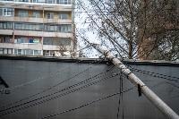 В центре Тулы на грузовую фуру упал электрический столб, Фото: 14