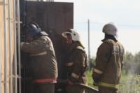 С огнем в жилом доме в селе Теплое боролись три пожарных расчета, Фото: 13