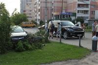 """В Туле """"Opel"""" перелетел бордюр и протаранил припаркованный """"Infiniti"""", Фото: 4"""