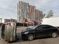В Туле на ул. Оборонной Renault Logan после ДТП опрокинулся набок, Фото: 7