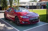 Владелец первого электромобиля Tesla рассказал, почему теперь не хочет ездить на других машинах, Фото: 26