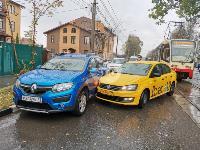 В Туле таксист из-за пробитого колеса попал в ДТП, Фото: 2