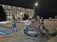 На ул. Болдина в Туле перевернулся Ford, Фото: 3