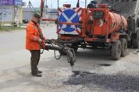 В Туле проводят аварийно-восстановительный ремонт дорог методом пневмонабрызга, Фото: 3