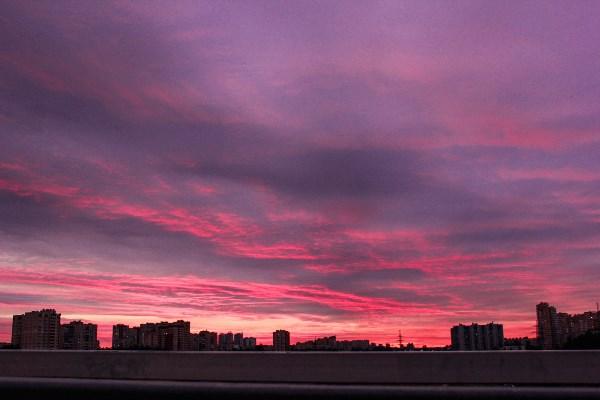 Нереальный розовый закат в г. Санкт-Петербург