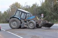 На въезде в Тулу трактор протаранил внедорожник, Фото: 3
